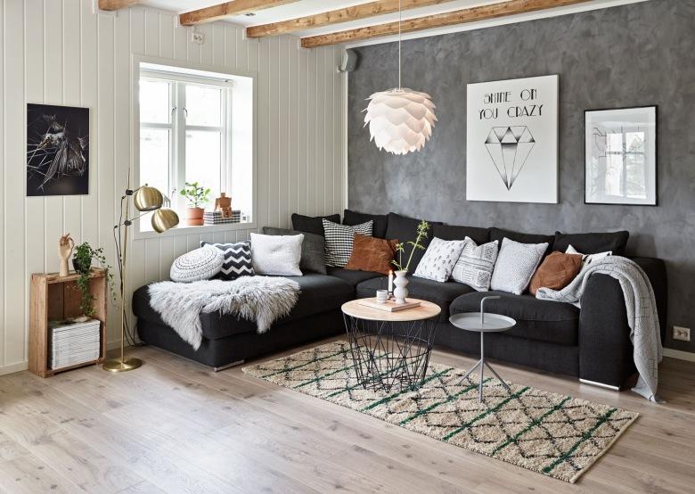 Wyjątkowa aranżacja domu z drewnem, czyli połączenie ciepłego naturalnego brązu z całkiem przytulną szarością ;)