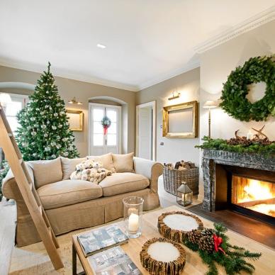 Aranżacja bardzo przytulnego domu w wigilijnym klimacie, czyli jak udekorować mieszkanie świątecznymi dodatkami?