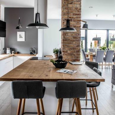 Piękne i polskie mieszkanie w szarości, drewnie oraz cegle od ulubionego projektanta wnętrz ;)