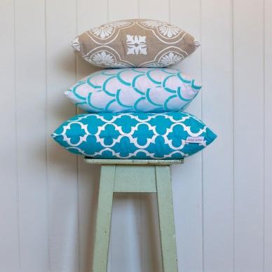 Poduszki w geometryczne wzory: hit czy kicz?