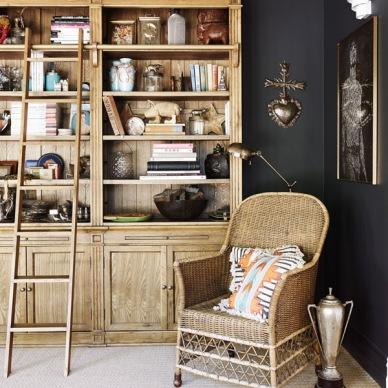 Jak stworzyć przytulne wnętrze z czarnymi ścianami? - czyli pomysłowa aranżacja salonu i nie tylko