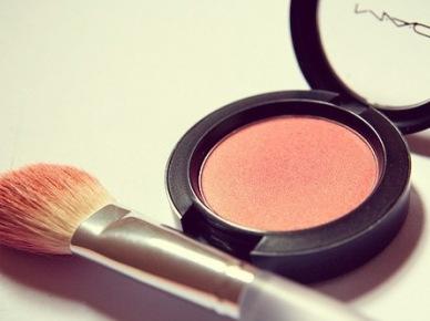 Kolor, który dodaje energii czyli pomysły na makijaż w soczyście brzoskwiniowym wydaniu :)