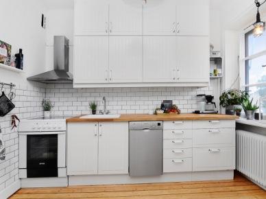 Białe szafki kuchenne na całą ścianę (49007)