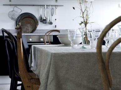 Aranżacja kuchni z gietymi krzesłami (17910)