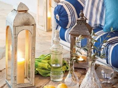 Lampiony i biało-niebieskie dekoracje na taras w śródziemnomorskim stylu (17356)