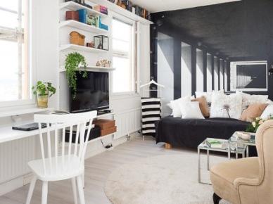 Czarno-biała fototapeta z arkadami w architekticznej perspektywie,czarna sofa,beżowy fotel,pólki na ścianach z TV i białe biurko (26262)