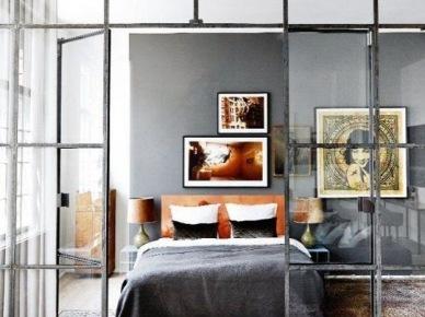 Pomysł na ściankę działową w sypialni - konstrucja z metalu i szkła (47860)
