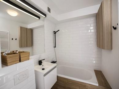 Przestronna, wygodna i piękna łazienka w bloku (49048)