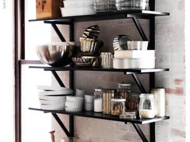 Dekoracyjne  czarne  półki  w kuchni (17911)