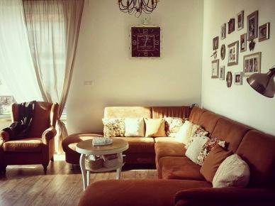Sofa narożnikowa w aranżacji salonu (47805)