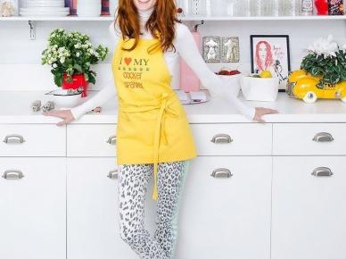 Biała kuchnia z kolorowymi dodatkami (50066)