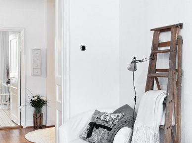 Drewniana drabina w dekoracji wnętrz skandynawskich (20646)