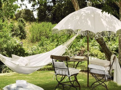 Relaks w ogrodzie, czyli gdzie kupić ciekawe meble, lampiony i dekoracje na taras i do ogrodu - zakupy on-line