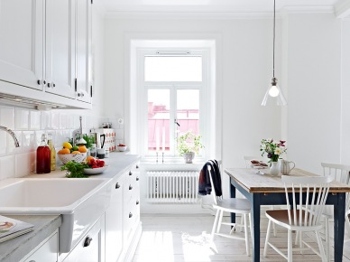 Skandynawskie inspiracje, czyli jak zaaranżować przytulne i eleganckie mieszkanie w bieli