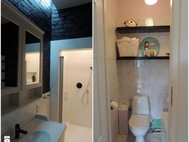 Przestronny prysznic z małymi płytkami w połączeniu ze ścianą z cegły pomalowaną na czarny kolor wygląda niezwykle elegancko. Uprzednia aranżacja to przede wszystkim płytki położone niemal do sufitu i proste półki nad...