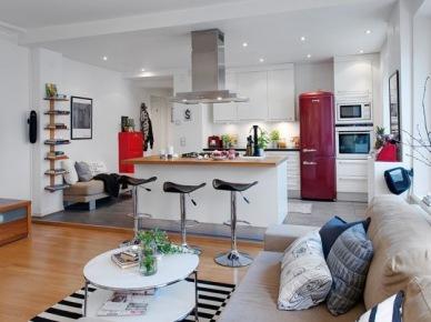 Czerwone dodatki w kuchni połączonej razem z salonem (17230)