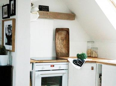 Aranżacja małej kuchni na poddaszu (47873)