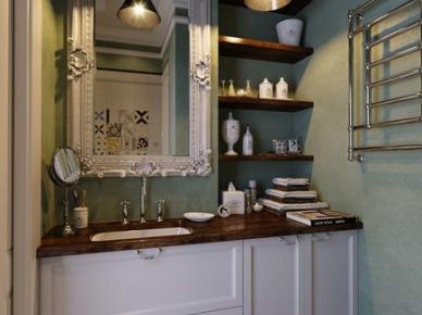 Mała łazienka z białymi szafkami i drewnianymi detalami (20866)
