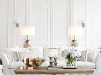 Aranżacja wysokiego salonu w bieli (50119)