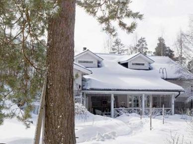 Uroczy domek pod miastem w Finlandii (21490)
