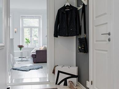Pomysł na biało-szary wąski korytarz w mieszkaniu (20057)