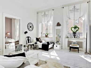 Francuskie meble i dekoracje w aranżacji biało-czarnego romantycznego  saloniku (24387)