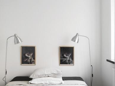Srebrne lampy, i biało-czarne dekoracje w sypialni (19668)