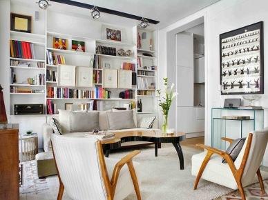 styl mieszany, zmiksowany, czyli eklektyczny jest piękny nie tylko w dużych mieszkaniach i wnętrzach - nadaje się również na małe przestrzenie. Czar miksów jest duży i kryje w sobie duży potencjał. Ta aranżacja pokazuje, jak urządzić małe mieszkanie w dobrym stylu. warto zwrócić uwagę na to, że połączono tu wiele stylów i wiele funkcji w jednym pomieszczeniu. Kuchnia połączona z jadalnią jest prawie otwarta ( bez drzwi ) daje większą przestrzeń, a sypialnia połączona została z łazienką. Każda wolna przestrzeń została maksymalnie wykorzystana i świetnie zaaranżowana w mieszanym stylu....