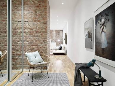 tutaj znajdziecie wszystko, co kochacie najbardziej - harmonijną aranżację niedużego mieszkania w stylu skandynawskim , które zawiera topowe rozwiązania: białe meble, podłoga z naturalnych desek i czerwoną postarzaną cegłę na ścianie. Lekko, funkcjonalnie i prosto, ale zarazem dizajnersko i przytulnie. A przy tym ulubione rozwiązanie zorganizowania przestrzeni w mieszkaniu, czyli otwarta kuchnia z...