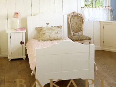Starannie dobrany detal serduszka, tworzy miły klimat i niepowtarzalną atmosferę stylowej sypialni. Pasuje materac...