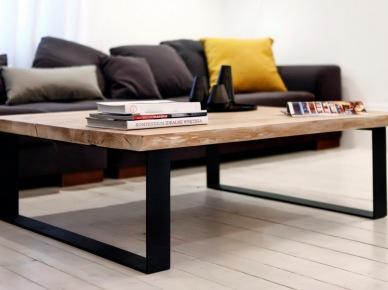 Drewniany stolik kawowy w salonie (49037)