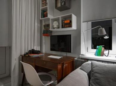 Kącik biurowy przy szarej sofie w salonie (19620)