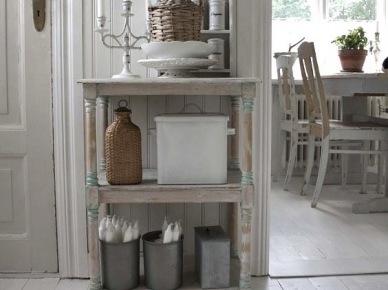 Prowansalska szafka z półkam z detalami w stylu vintage (20582)