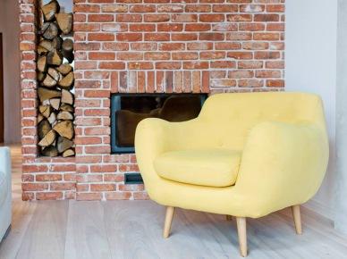 Żółty fotel w salonie (47881)
