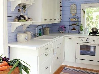 Ściana z błękitnych desek w aranżacji kuchni (49848)