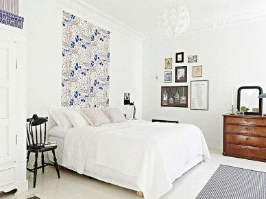 Wzorzyste dekoracje i galeria fotografii na ścianach w sypialni (20896)