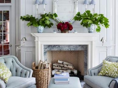 Aranżacja błękitnego salonu z kominkiem (50122)