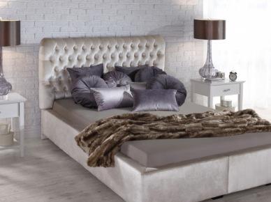 Pikowane łóżko w eleganckiej sypialni (50110)