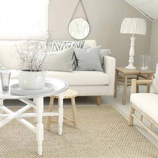 Meble Ogrodowe Okragłe : Okrągły stolik taca z marokańskimi wzorami,tkany dywan,biała sofa