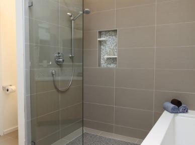 Bia o seledynowa azienka zdj cie w serwisie lovingit for Bathroom window privacy solutions
