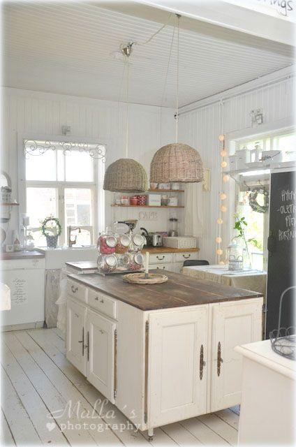 Skandynawska wiejska kuchnia,biała kuchnia  zdjęcie w serwisie Lovingit pl (   -> Kuchnia Wiejska Inspiracje