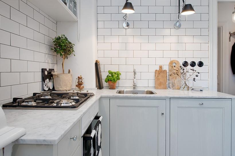 Skandynawska kuchnia z białą glazurowana cegłą  zdjęcie w serwisie Lovingit
