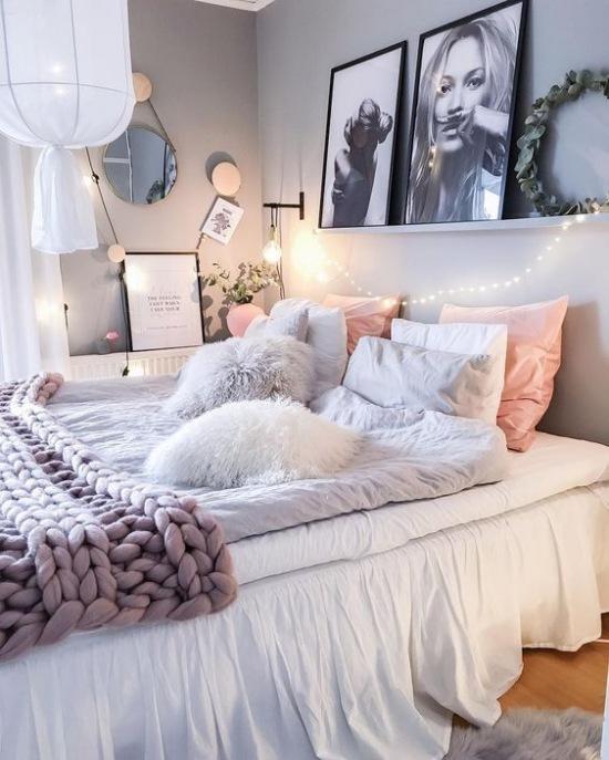 Romantyczna Aranżacja Sypialni Z Girlandą świetlną Zdjęcie