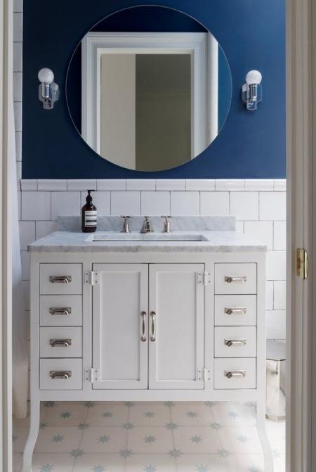 Aranżacja Eleganckiej łazienki W Bieli I Granacie Zdjęcie