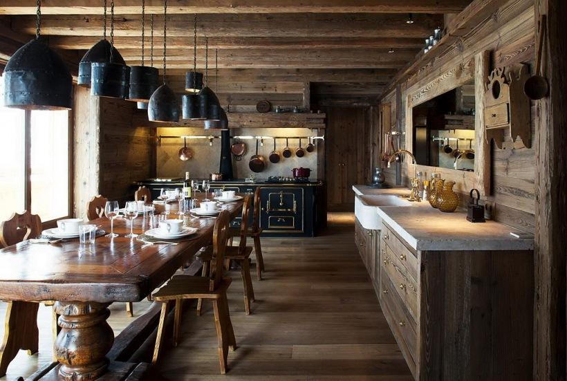 Włoska Czarna Kuchnia I Lampy W Drewnianym Zdjęcie W