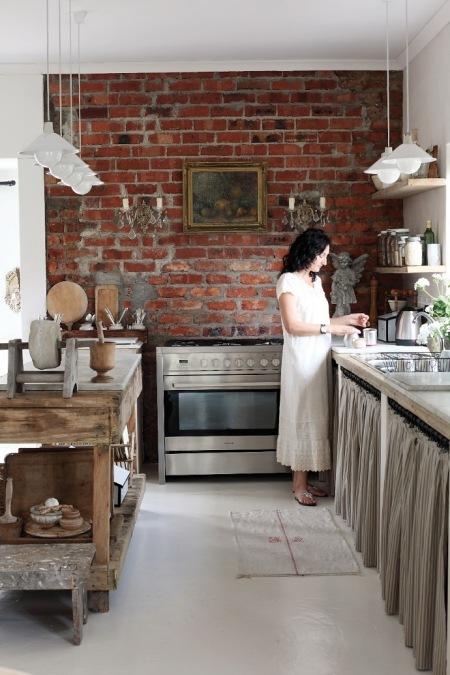 Mała Rustykalna Wiejska Kuchnia Ze Stalowymi Zdjęcie W