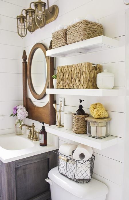 Drewniane I Wiklinowe Dodatki W Aranżacji łazienki Zdjęcie