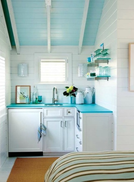 Aranżacja Bardzo Małej Kuchni Na Poddaszu Zdjęcie W