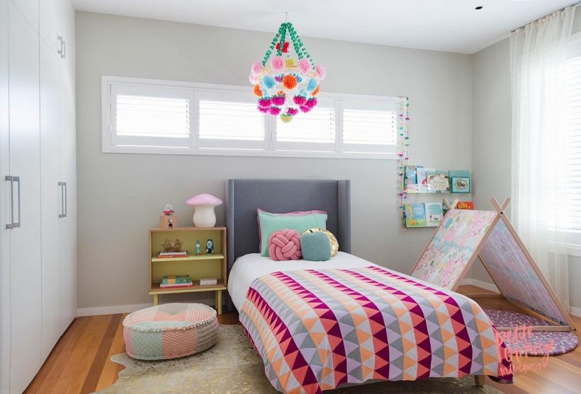 Sypialnia Dla Dziewczynki W Pastelowych Kolorach Zdjęcie W
