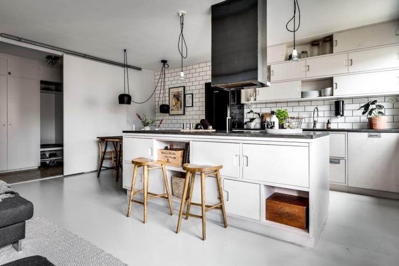 Biała Podłoga W Kuchni Z Wyspą Zdjęcie W Serwisie Lovingit
